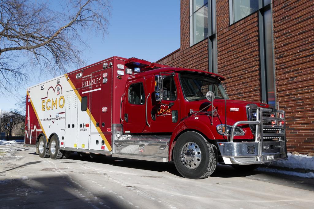 The photo shows a mobile ECMO truck.