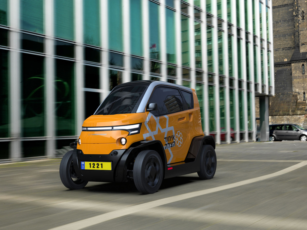 A new partnership deal was struck between United Hatzalah and City Transformer, a company that makes all-electric compact vehicles for city centers.